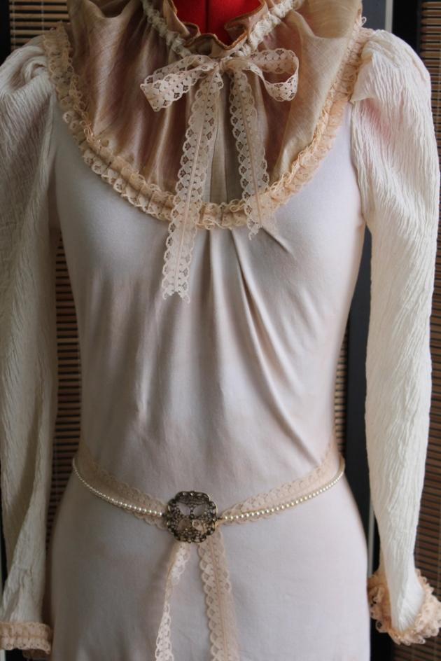 Victorian-style High-Neck Collar Romantic Dress