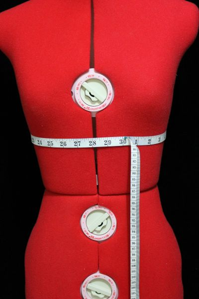 UNDERBUST: Your underbust is the circumference of the part of your upper body that is just under your bust around your rib cage. Wrap a tape measure right around this part.