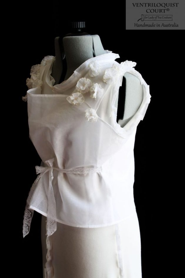 Flowly white dress with laces tie